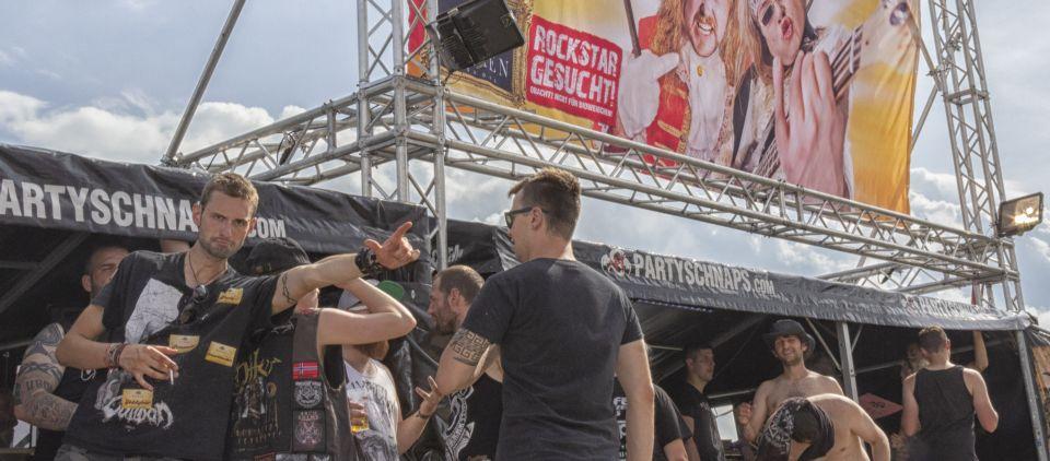Headbangen erlaubt im offiziellen FICKEN Zelt
